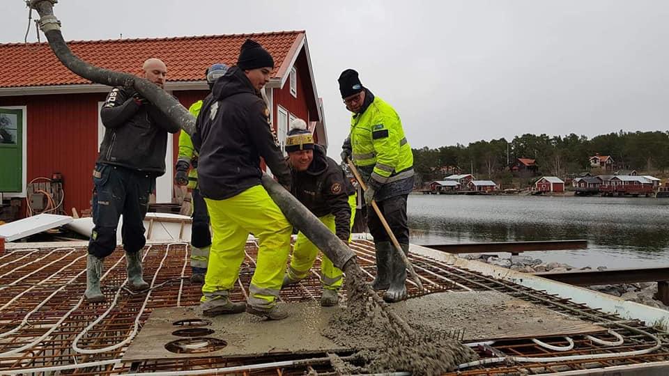 medarbetare-som-jobbar-med-betong
